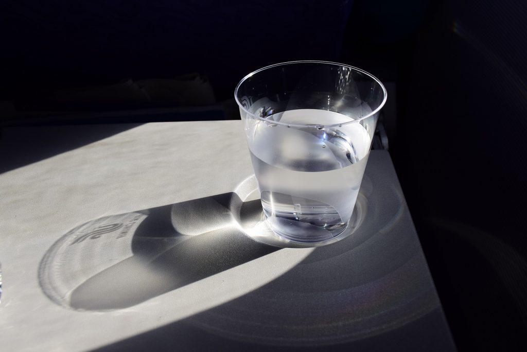 En finanzas, ¿sueles ver el vaso medio lleno o medio vacío?