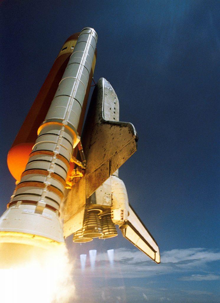 Neil Armstrong empezó a pilotear aviones y llegó hasta la Luna.