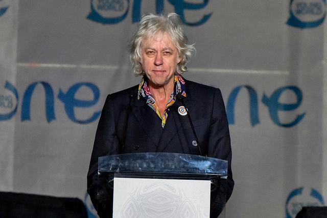 Bob Geldof habló junto a Yunus a los jóvenes.