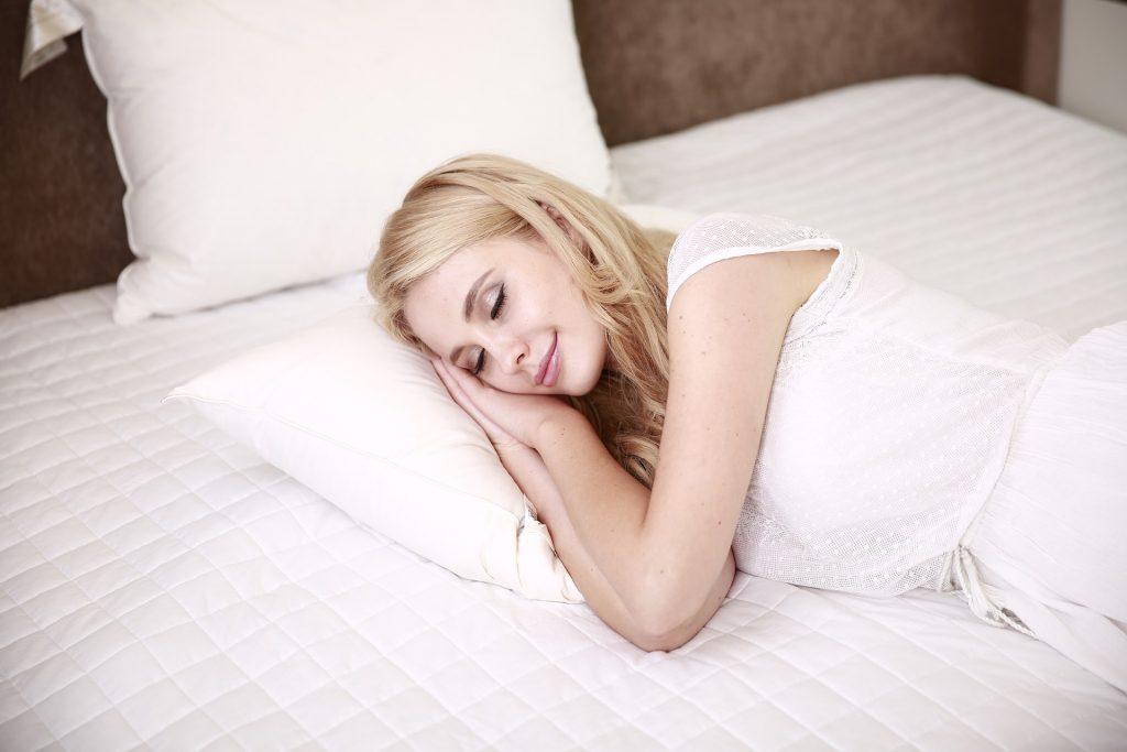 Dormir más es una ventaja del trabajo desde casa.