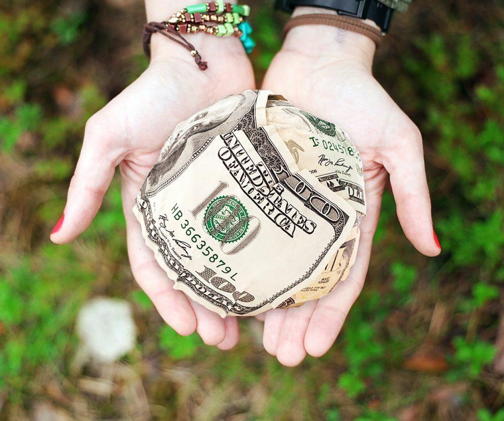 Para mejorar tus finanzas, haz un balance de en qué gastas.