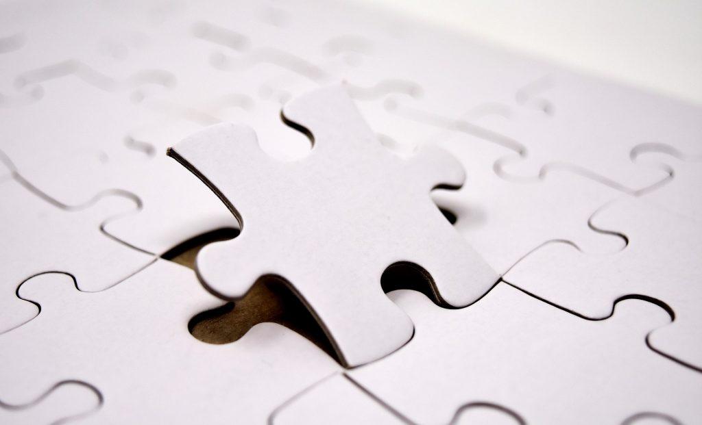 En ciertas estrategias de inversión se analizan las debilidades de las empresas.