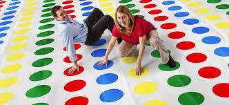 Uno de los juegos insignia de Hasbro es Twister.