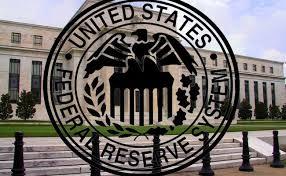 Las decisiones del FOMC inciden en la política monetaria.