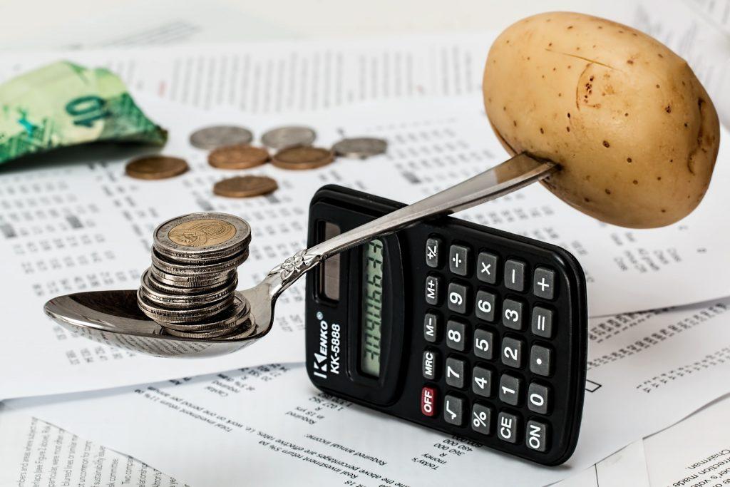 Comprueba la relación entre inflación y finanzas.