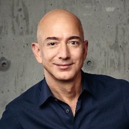 Muy lejos está Donald Trump de ser Jeff Bezos.