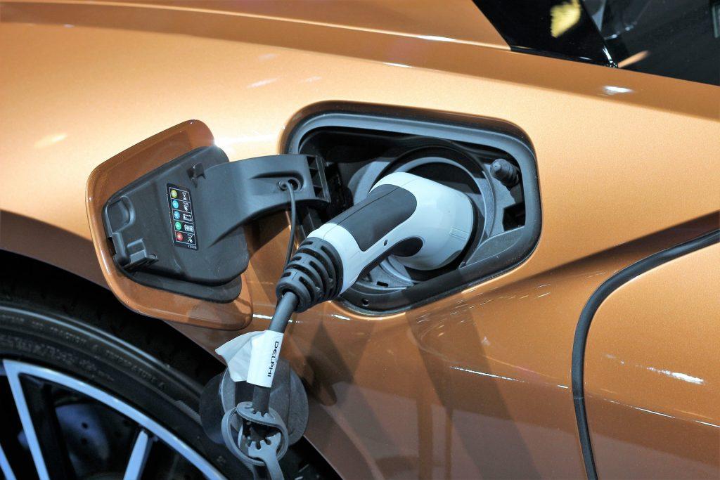 Los carros mecánicos serían reemplazados por los eléctricos.