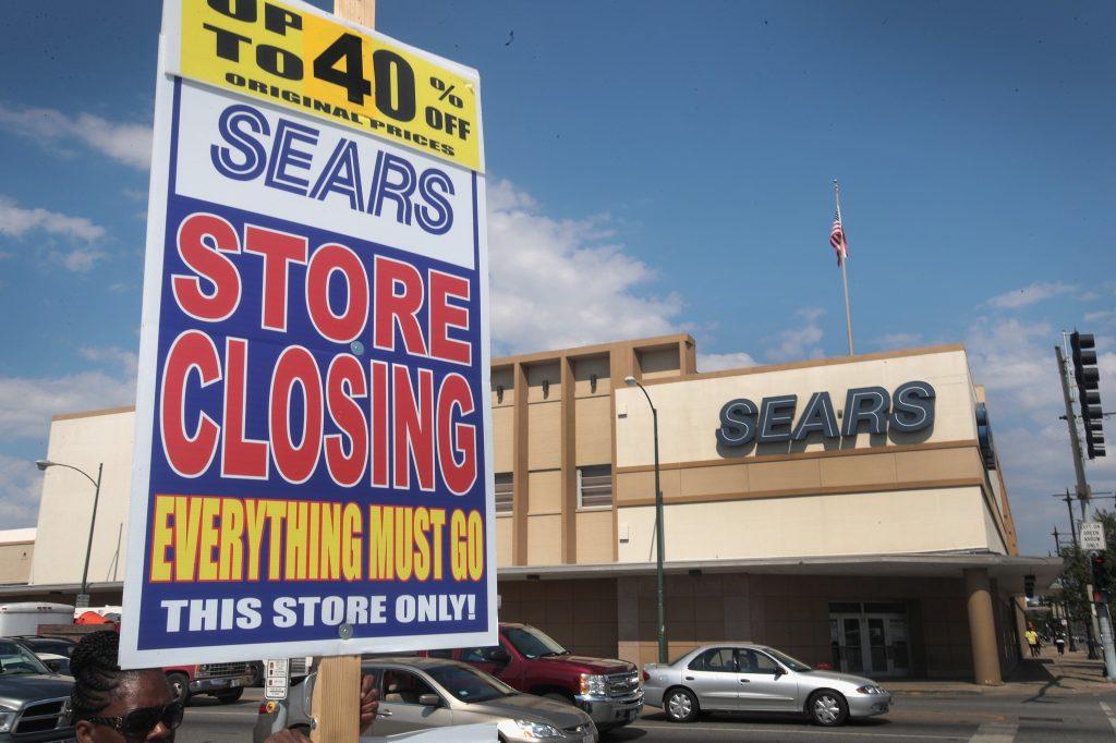 Los almacenes Sears cerraron porque la gente prefiere el e-commerce.