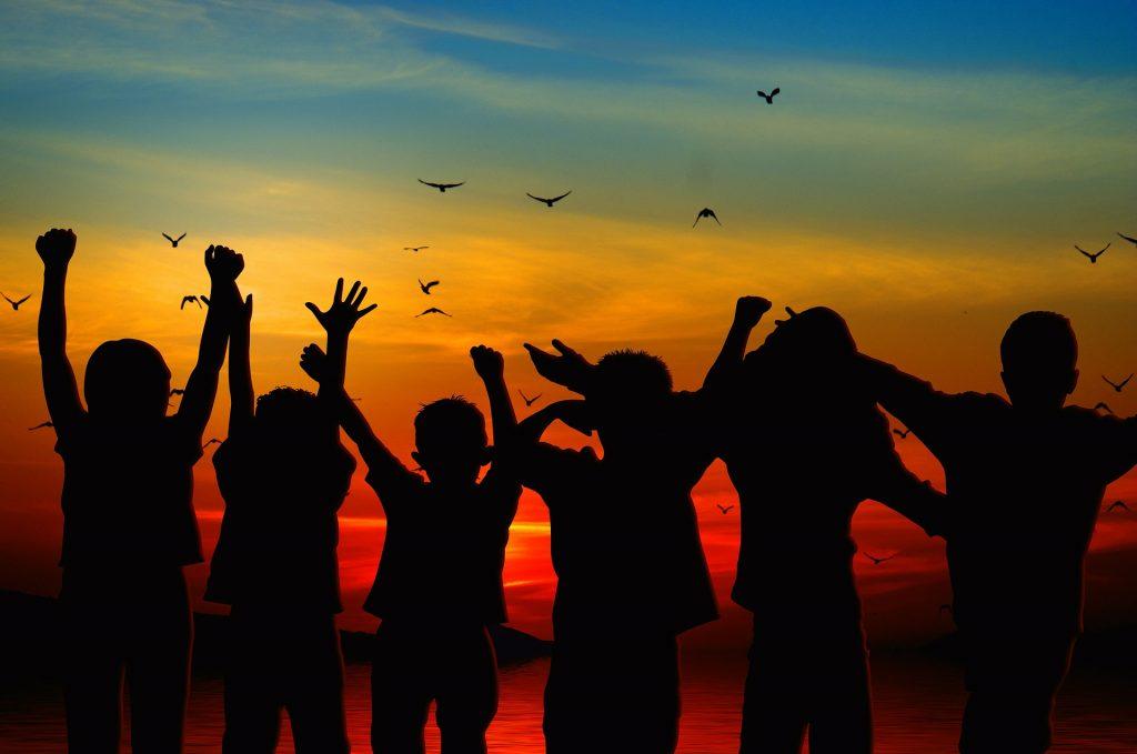 Los niños tienen energía positiva.