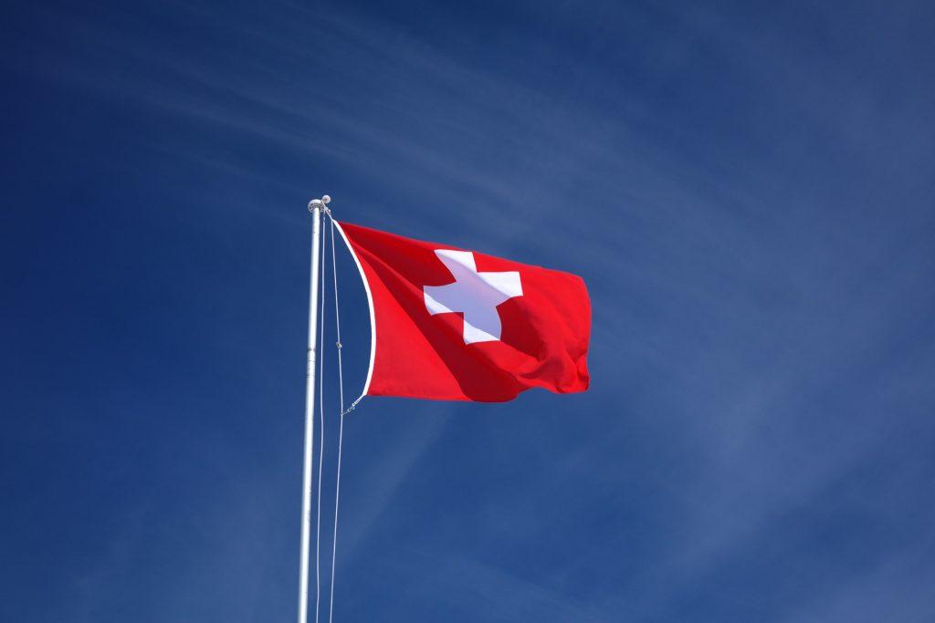 En Suiza imprime dinero no solo un banco sino varios.