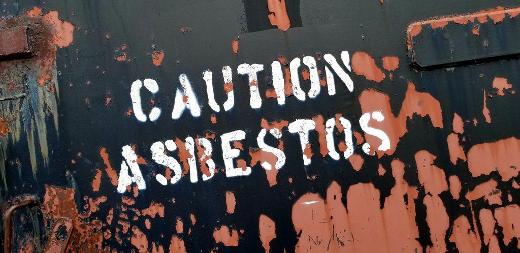 El supuesto uso de asbesto perjudica a Johnson & Johnson.