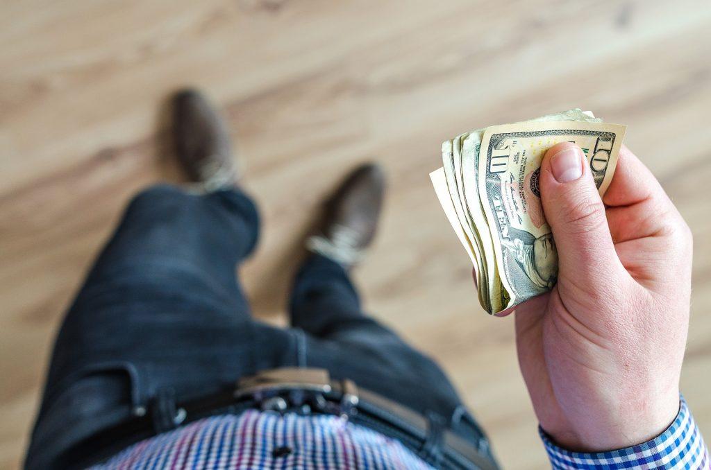 Los préstamos rápidos te obligan a pagar altos intereses - Hyenuk Chu