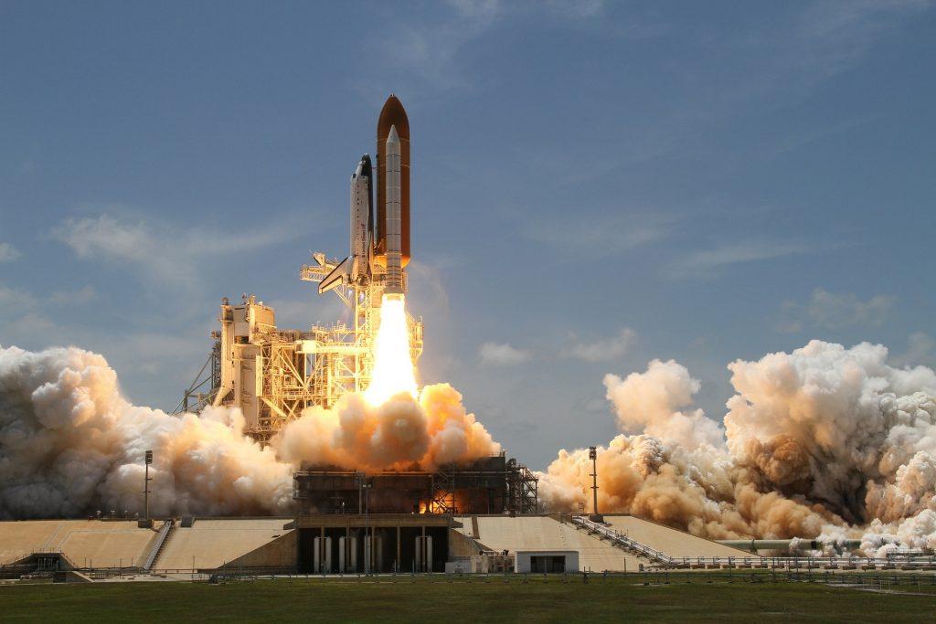El primer trillonario le apuesta al espacio exterior - Hyenuk Chu