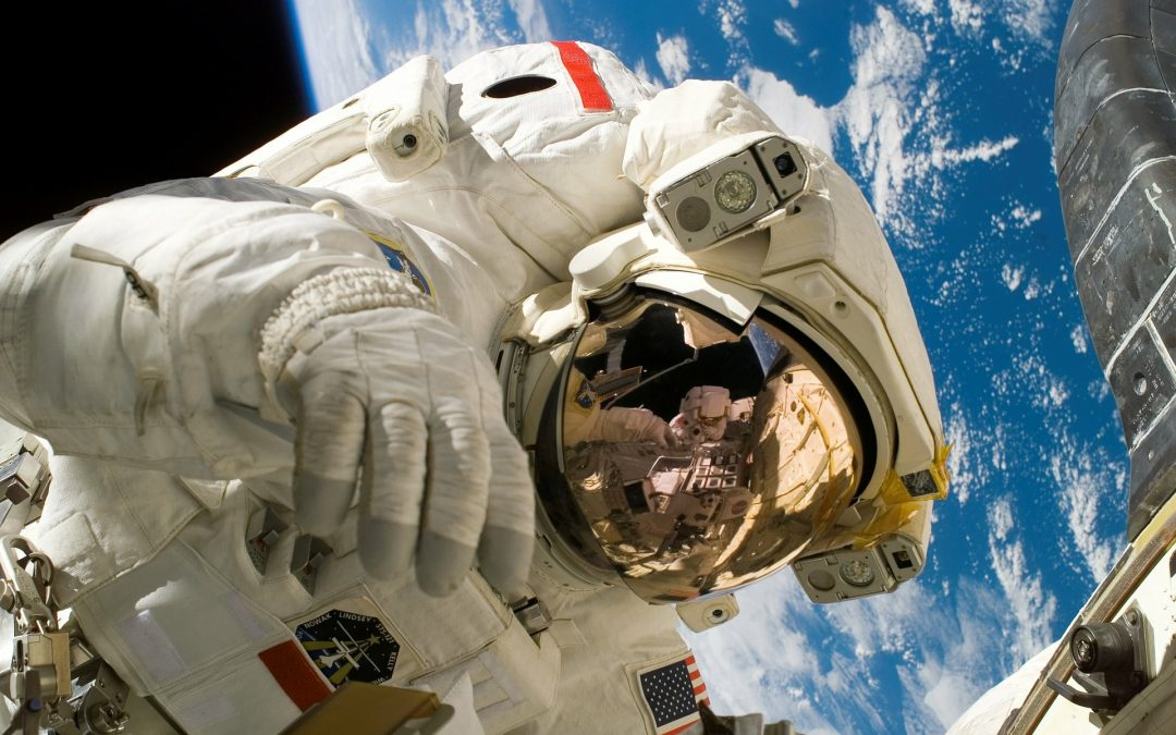 Carrera Espacial: La Meta De Los Millonarios – Hyenuk Chu