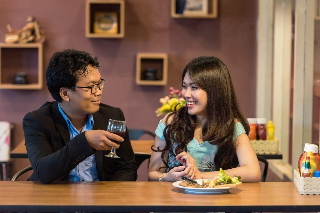 Hablar es clave para las finanzas en pareja - Hyenuk Chu