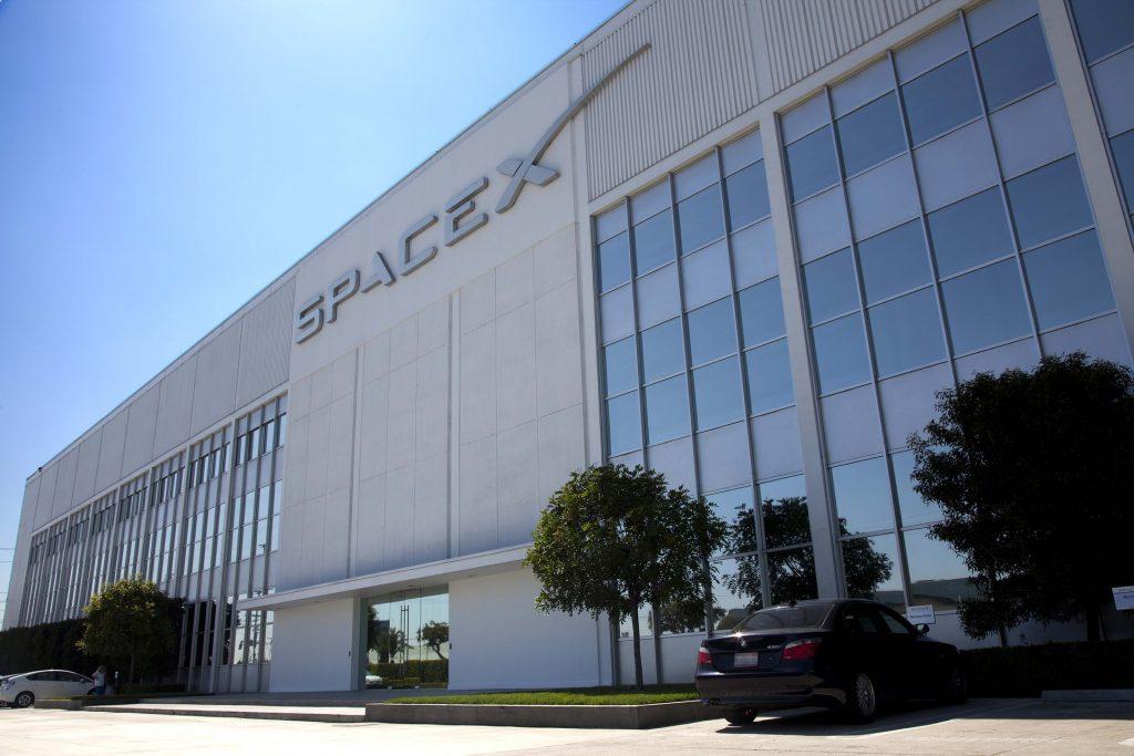 Elon Musk es dueño de SpaceX - Hyenuk Chu