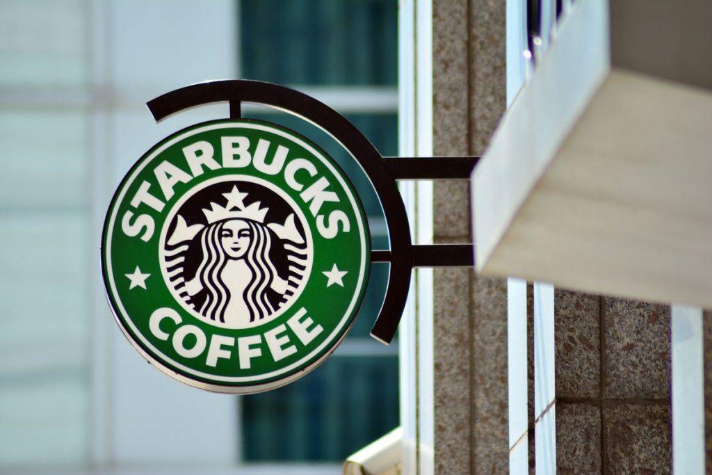 Starbucks participa en el boicot contra Facebook - Hyenuk Chu
