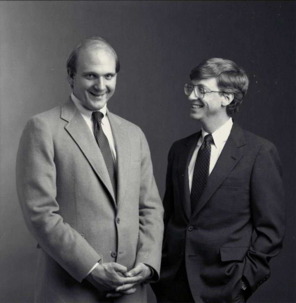 A la izquierda Steve Ballmer con Bill Gates - Hyenuk Chu