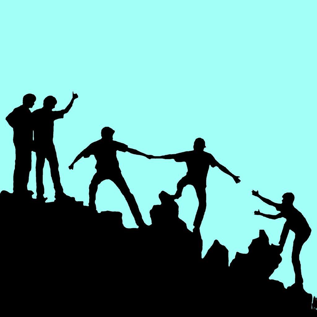 Uno de los 10 consejos sobre el por qué es mala idea dejar herencia es porque dejas de ayudar a otros en vida