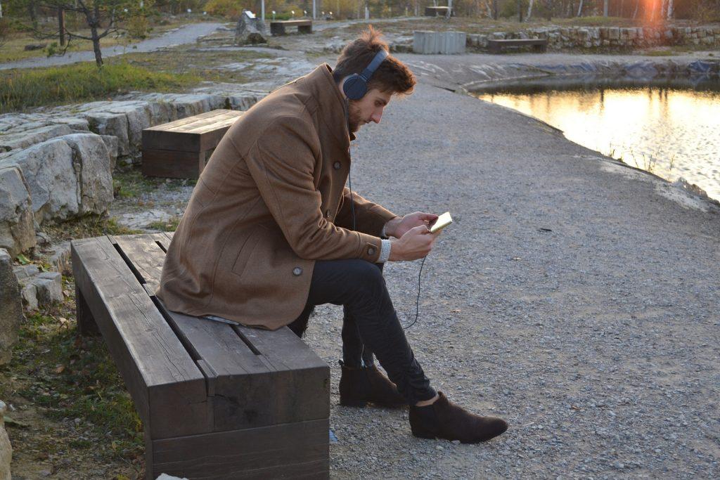 En Clubhouse las personas comparten contenido en audio de valor