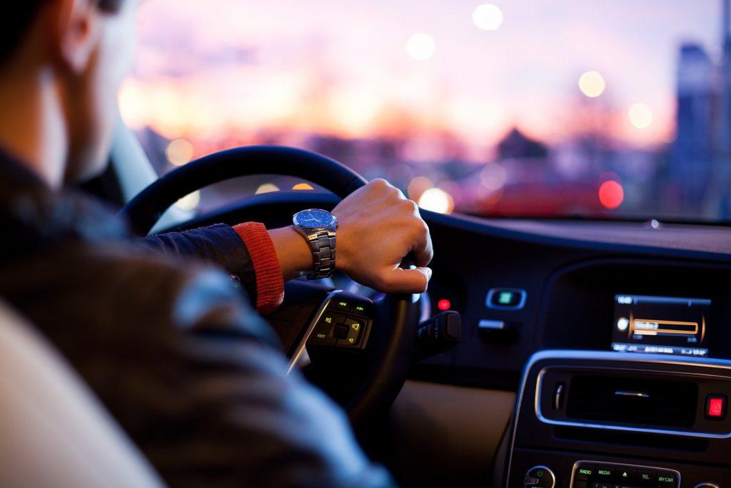 Si todos los días conduces un auto, ¿por qué no puedes ahorrar todos los días?