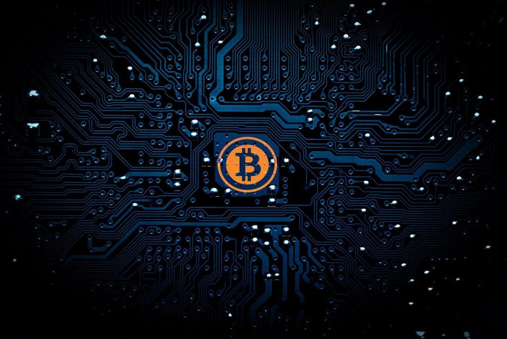 Infórmate sobre criptomonedas, en caso de no saber en dónde invertir tu dinero