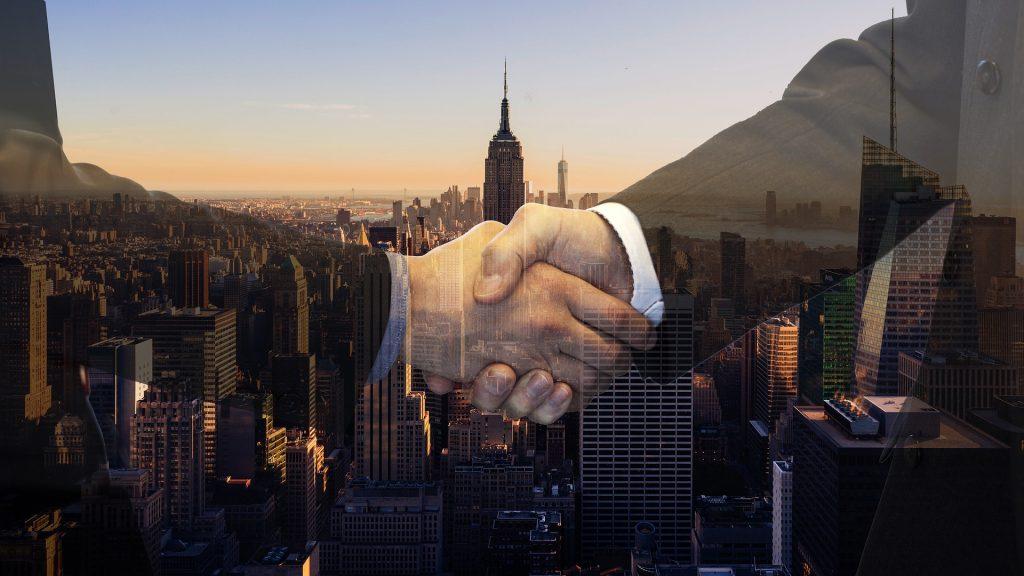 Las opciones call y put se refieren a la compra y venta de contratos