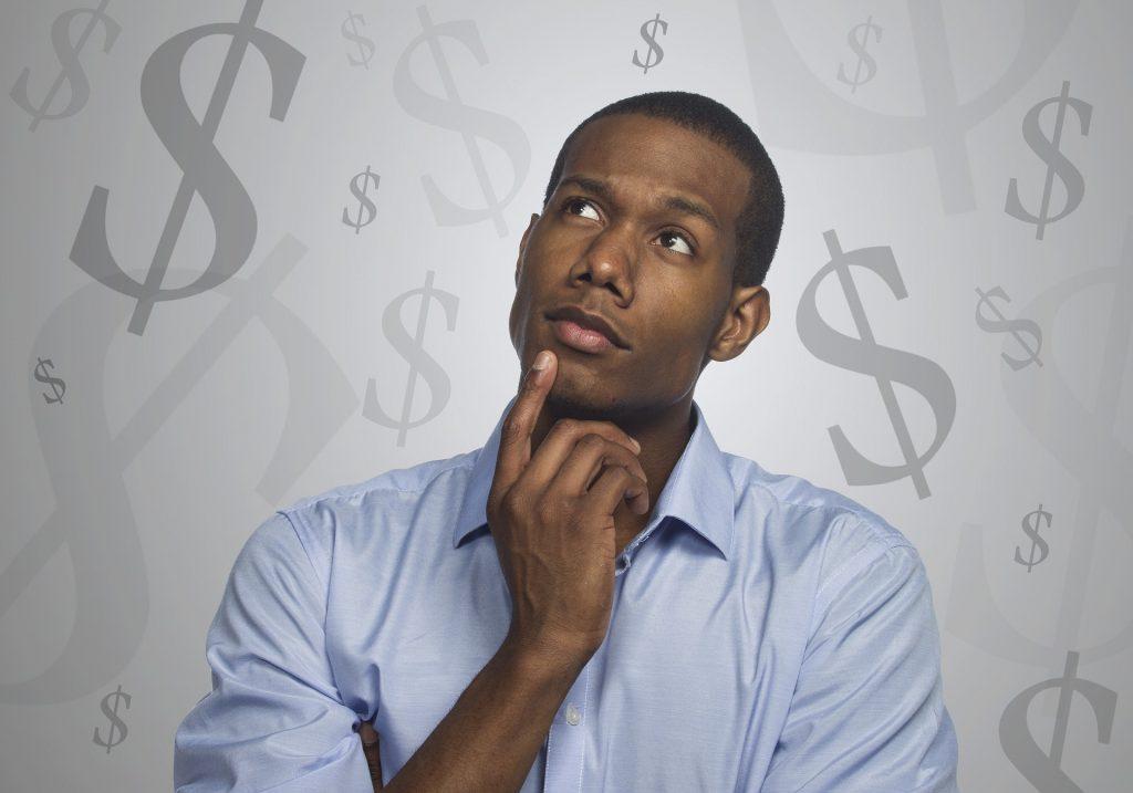 Si quieres saber cómo le enseñarías a un niño a administrar el dinero, revisa cómo lo haces tú