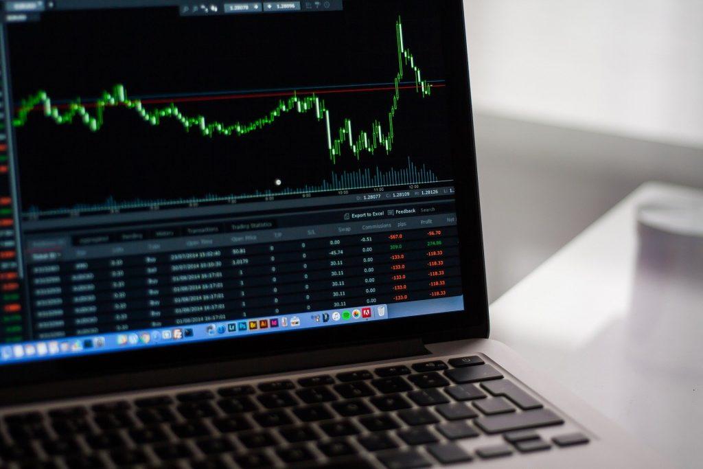 Para comprar acciones debes tener una cuenta con un bróker