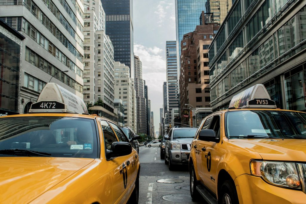 Andar en taxi es otro de los gastos innecesarios