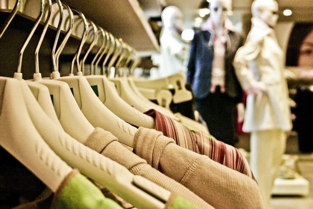 Otro de los gastos innecesarios es comprar demasiada ropa